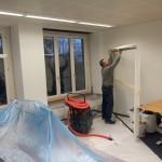 Vorarbeiten zur Fenstermontage Profis am Werk